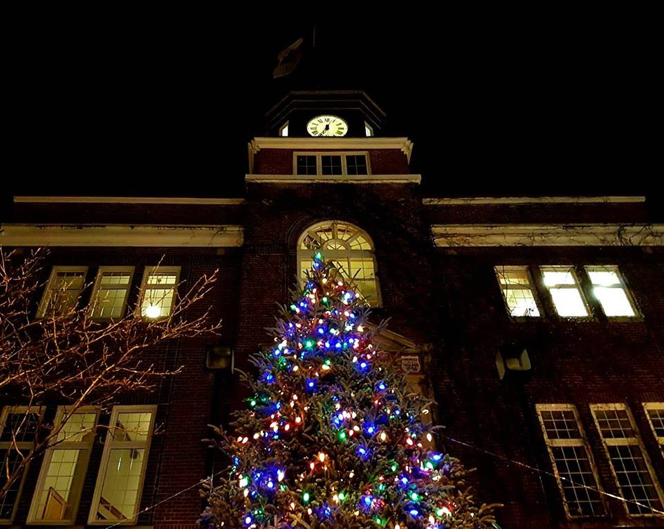 downtown huntsville and the rotary club of huntsville in partnership with the town of huntsville are pleased to present a christmas tree lighting ceremony